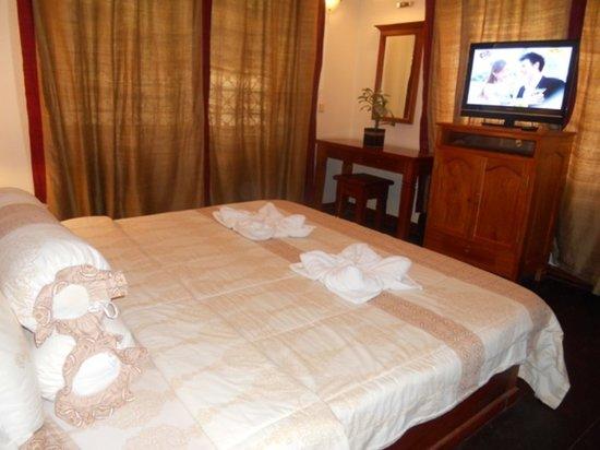 Mayfair Angkor Villa: room
