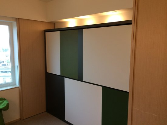 Eaton, Hong Kong : Room 2 - Family room - two bunks fit adults and children