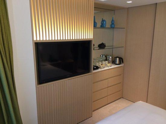 Eaton, Hong Kong: Room One - Tea Coffee and TV