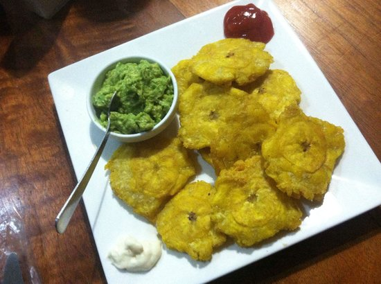 Restaurante Lidia's Place : patacones with fresh guacamole!