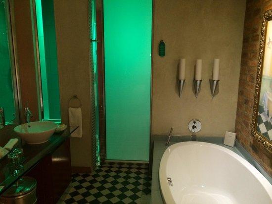 African Pride Melrose Arch Hotel: Bathroom