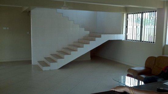 FQ Hotel: Lobby staircase