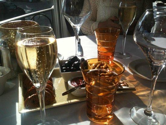 La Palméa : le plateau d'accueil incite à boire l'apéro!