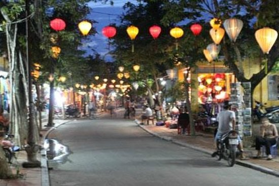 Little Hoian Boutique Hotel & Spa: Night Scene in Hoi An