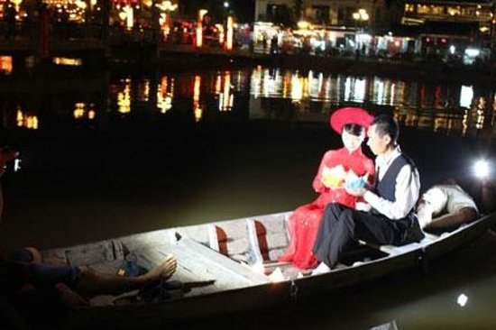 Little Hoian Boutique Hotel & Spa: Wedding photography on a Hoi An night