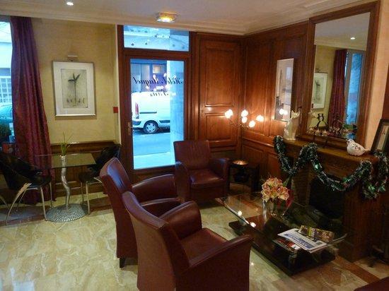 Hôtel Muguet : Aufenthaltsbereich Empfang