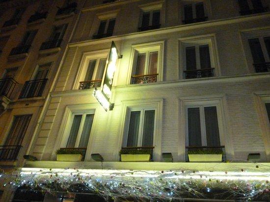 Hôtel Muguet : Hotelfront bei Nacht