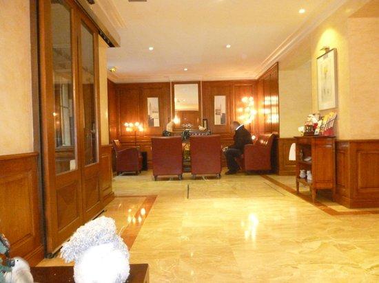 Hotel Muguet: Hoteleingangsbereich