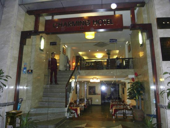 Hanoi Charming 2 Hotel: Front entrance view of Charming 2 Hotel