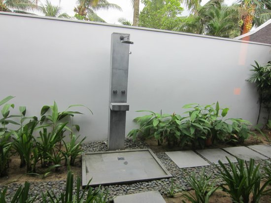 Four Seasons Resort The Nam Hai, Hoi An: outdoor shower at the villa