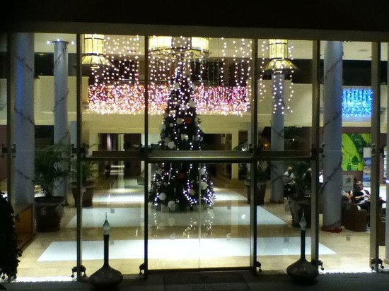 Marylanza Suites & Spa: It's Christmas in the reception area!