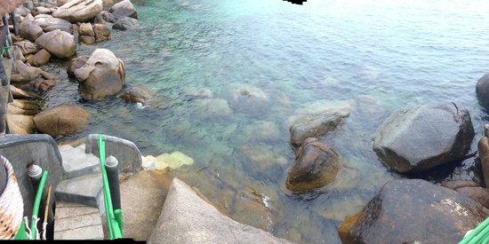 Koh Tao Bamboo Huts: ลงจากระเบียงห้อง สามารถเล่นน้ำ ดำน้ำ ได้เลยคะ