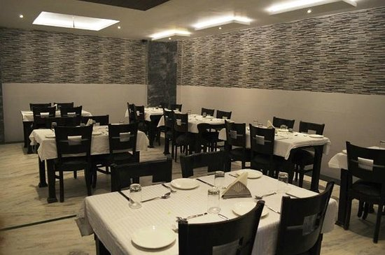 Optimum Rooms Tara Palace @ Taj: restaurant