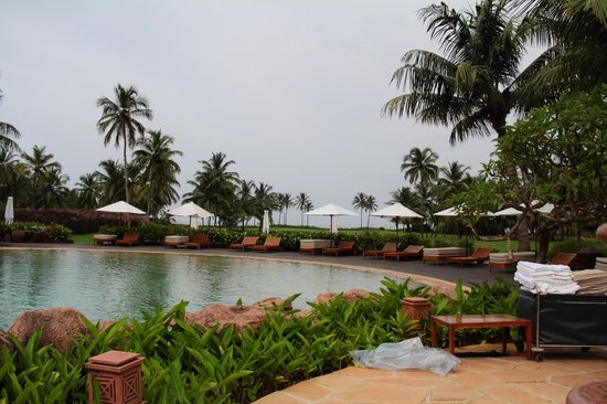 Park Hyatt Goa Resort and Spa: Pool and beach sea view