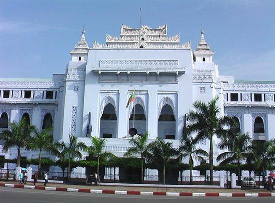 Sule Pagoda : city hall