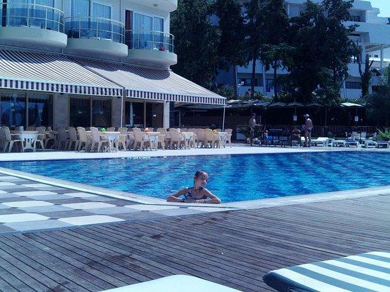 Arora Hotel: бассейн