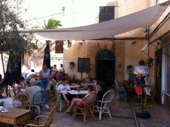 SA Cova Bar Restaurant: terraza