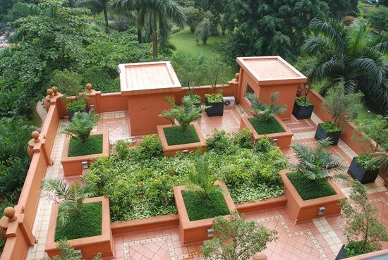 Kampala Serena Hotel: gardens