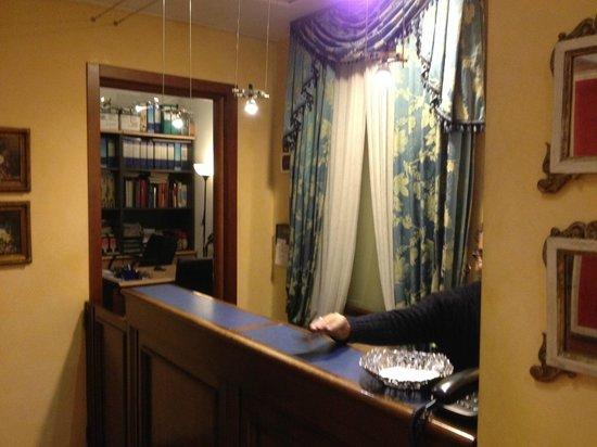 Hotel Caravaggio: Reception