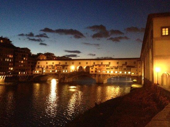 Hotel Caravaggio: Ponte Vecchio, poco lontano