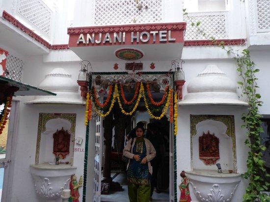Anjani Hotel: Entrance