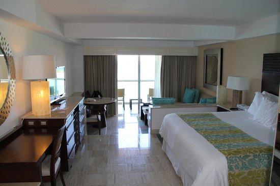 Grand Fiesta Americana Coral Beach Cancun: amazing suite SO CLEAN!!!