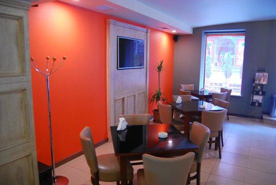 L'Orange: bright salon