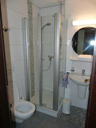 Hotel Alter Kranen: salle de bain