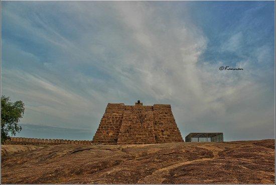 Thirumayam Fort: Top tower