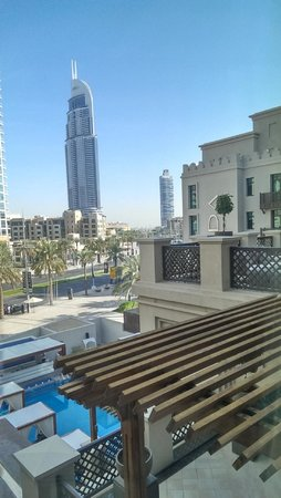 Vida Downtown Dubai: view of the pool and outdoor lounge area