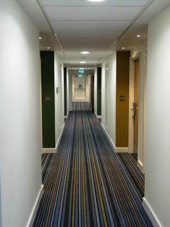 Holiday Inn Express Earls Court: HIE Earl's Court - corridor