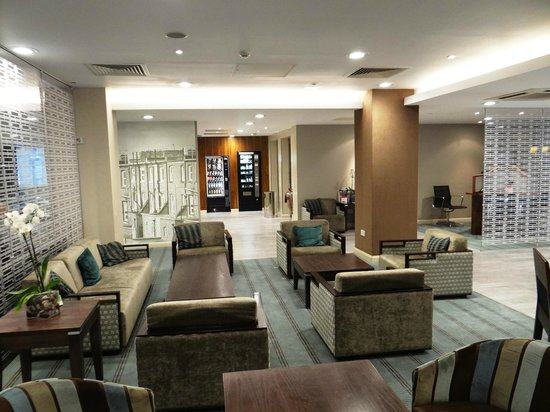 Holiday Inn Express Earls Court: HIE Earl's Court - lobby