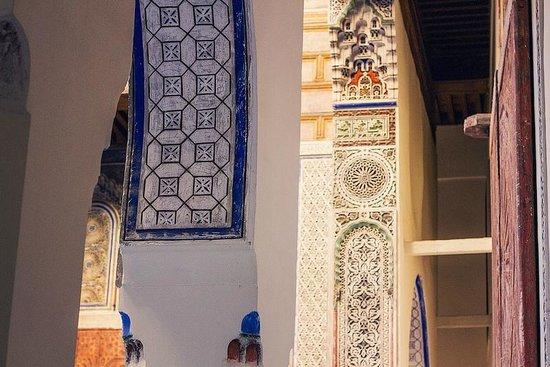 Hotel & Spa Riad Dar Bensouda: Innenbereich des Riads mit Verzierungen