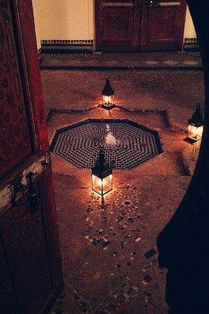 Hotel & Spa Riad Dar Bensouda: Athmosphäre im Kerzenlicht abends