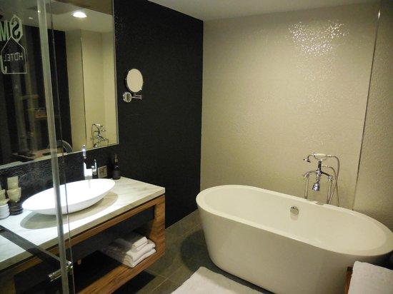 Smokey Joes Hotel : Bath