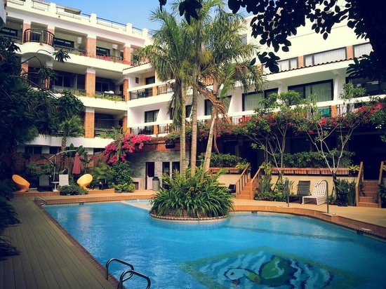 Smokey Joe's Hotel: Poolside