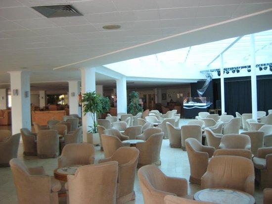 The New Algarb Hotel: холл отеля