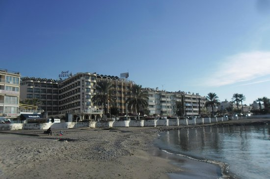 Sozer Hotel: View from beach to Hotel