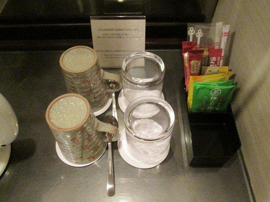 ANA Crowne Plaza Kyoto: コーヒー・紅茶・日本茶…カップも京都らしいです