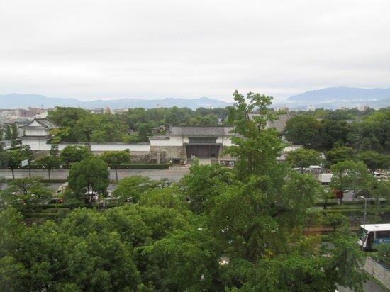 ANA Crowne Plaza Kyoto: カーテンを開けると、目の前は「二条城」でした
