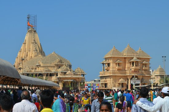 Somnath Mahadev Temple: Another view of the grandness
