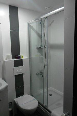 Hippodrome Hotel: Bathroom