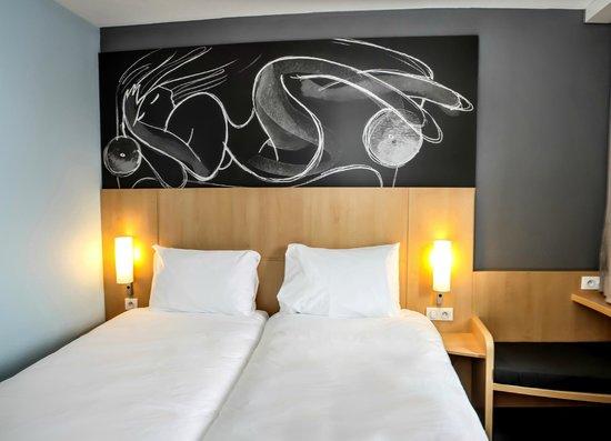 Ibis St Genis Pouilly Geneve: Chambre double avec deux lits séparés