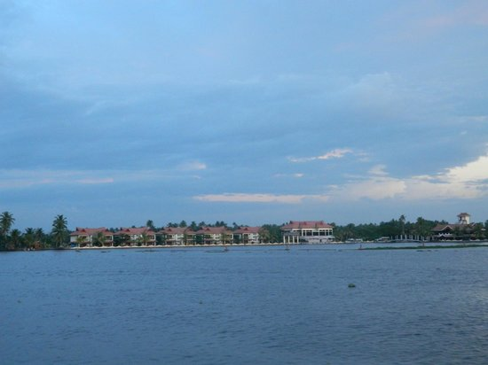 Lake Palace Resort: View from the house boat