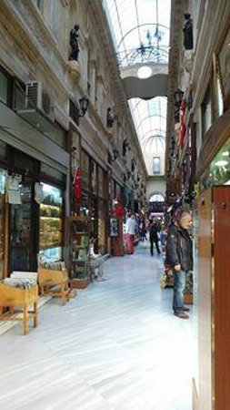 Richmond Hotel Istanbul: Alleway in Istiklal