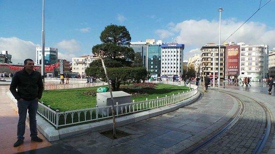 Richmond Hotel Istanbul: Taksim Square