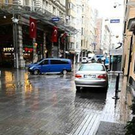 Richmond Hotel Istanbul: Outside the hotel