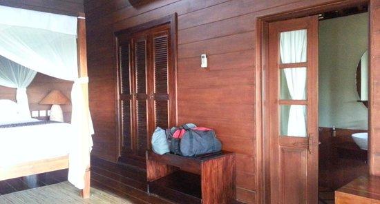 Tegal Sari: Wooden room