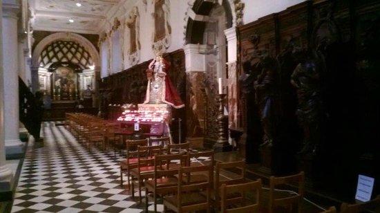 Carolus Borromeus Church : Kaarsje branden