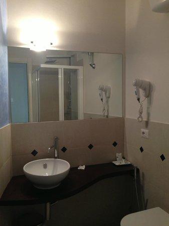 Hotel Azzi - Locanda degli Artisti : Bagno